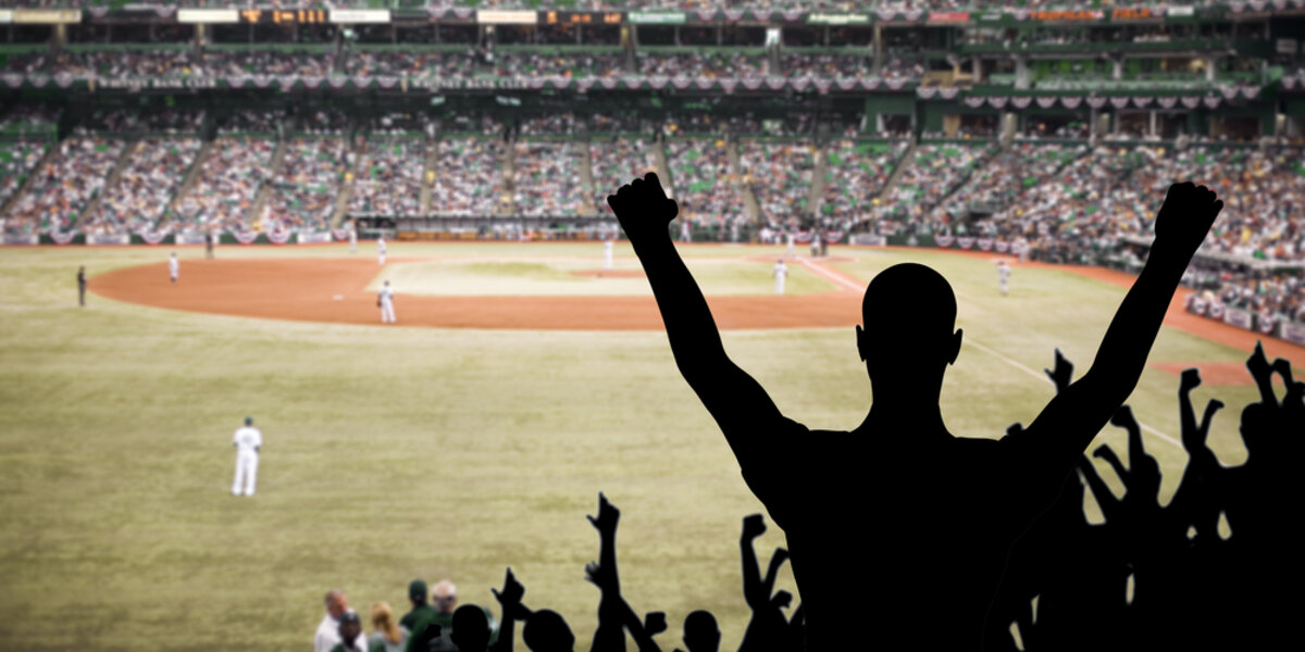 Fans cheer the energy efficiency efforts of the Giants and Royals.